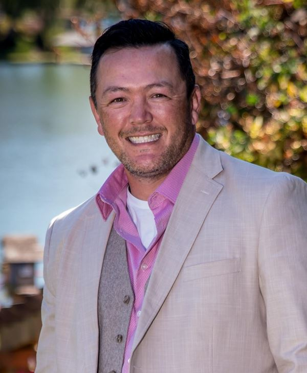 Johnny White Toril Sells Houses Sumner Real Estate Broker