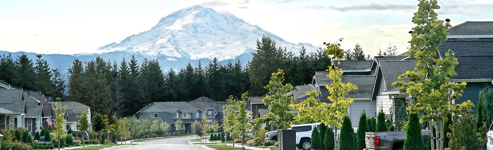 tehaleh-street-scene-with-mount-rainier-in-the-background.jpg
